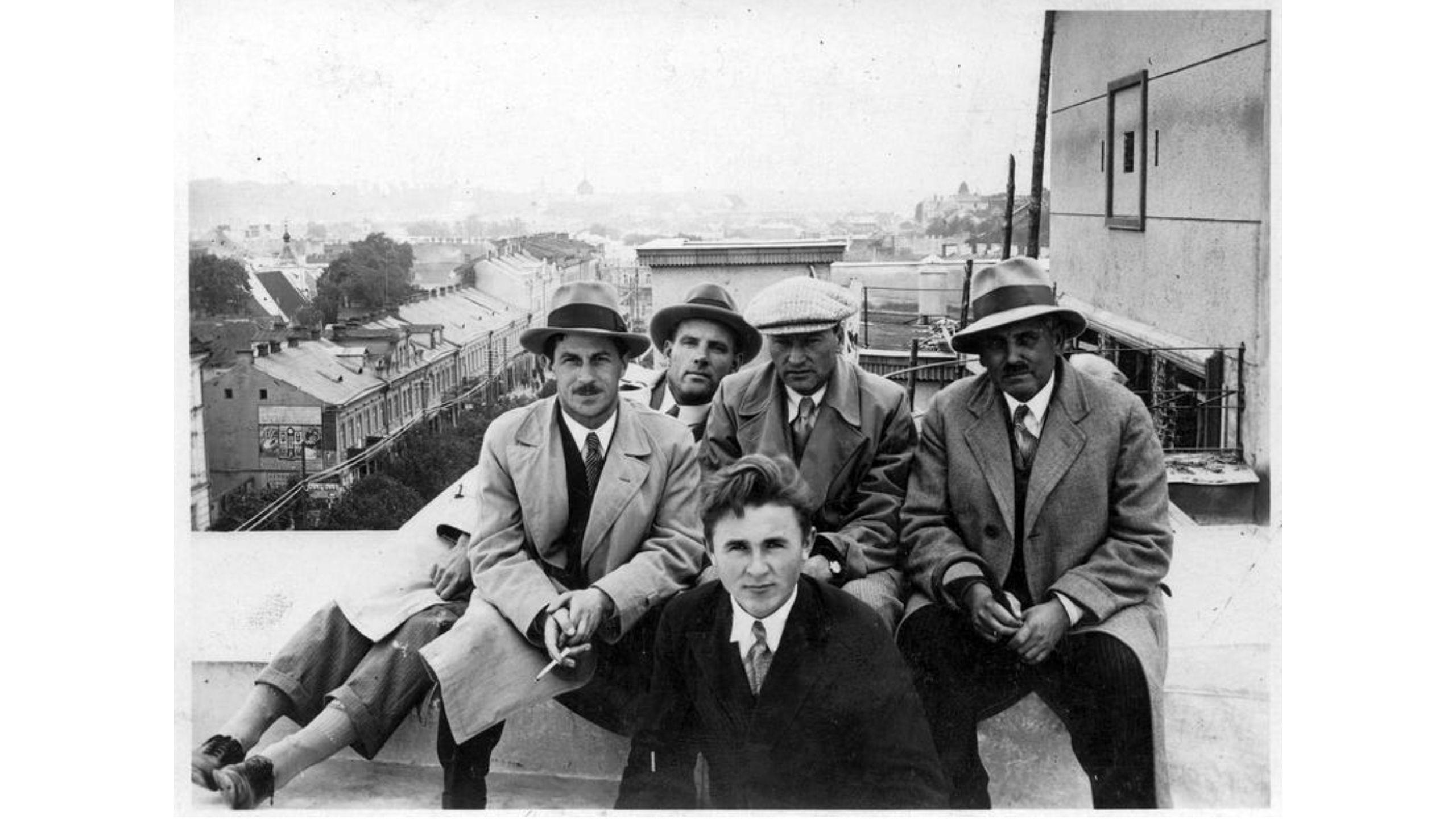 pasto statytojai ant stogo