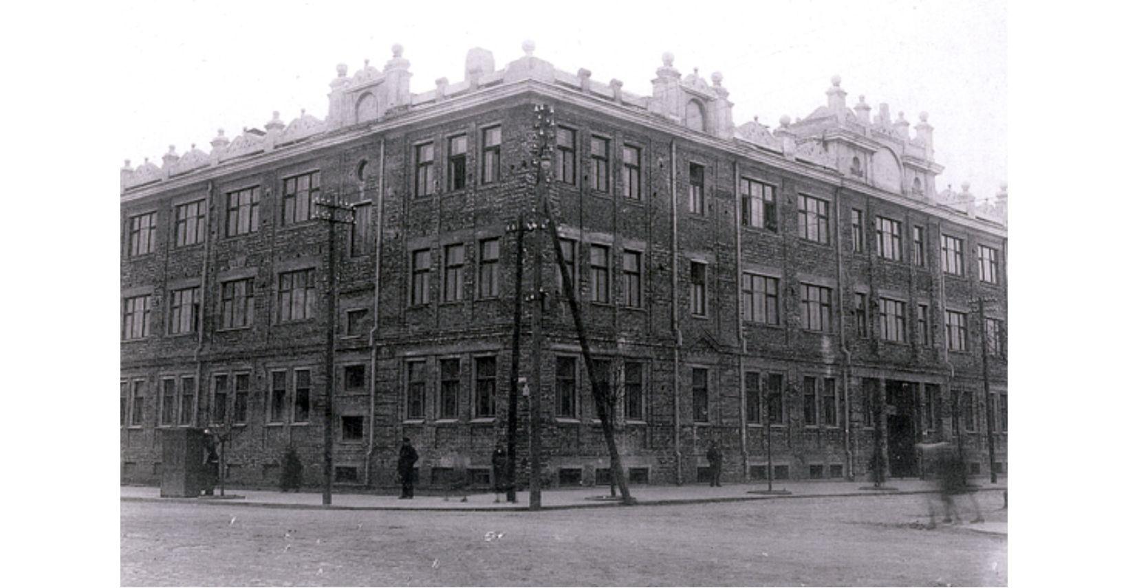 lenku gimnazijos istorine
